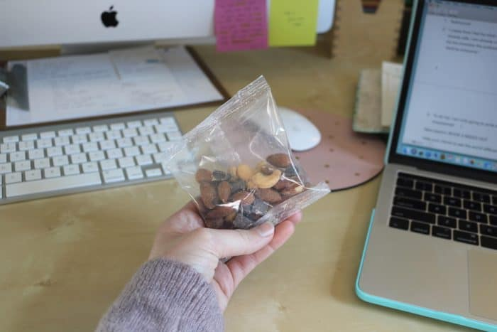 How I eat intuitively during a busy work week | Grab a small snack of almonds, cashews, and dark chocolate between meetings