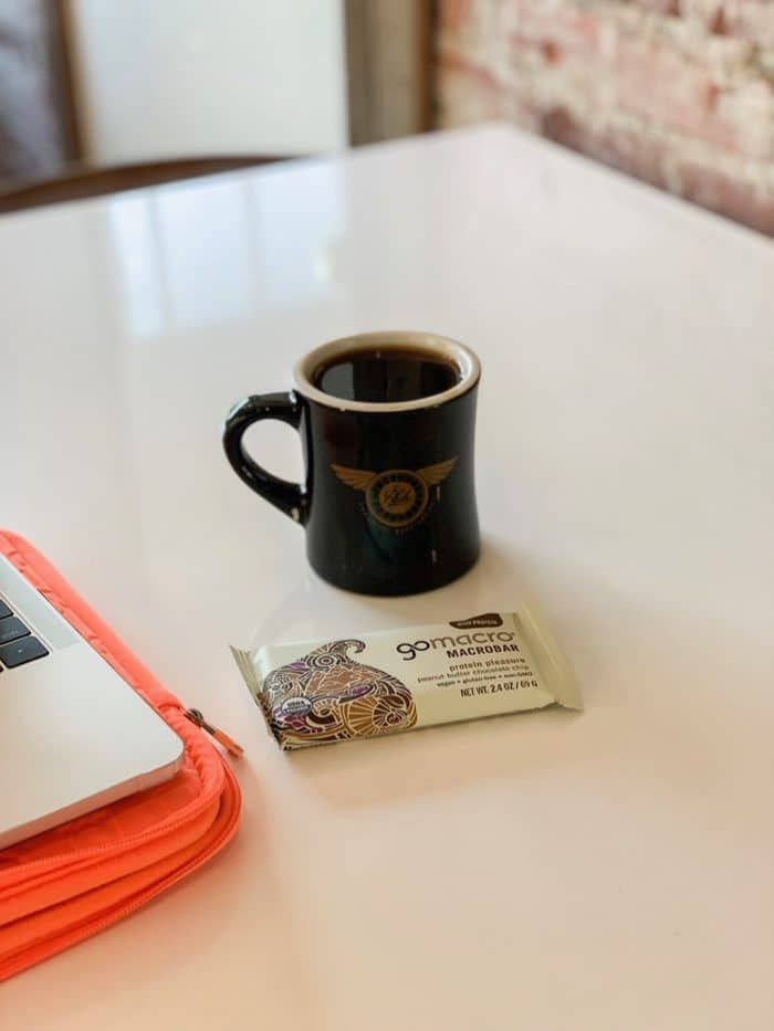 Daily Eats | For a pre-breakfast on Monday I had a GoMacro bar (peanut butter chocolate chip) and coffee at Hub.
