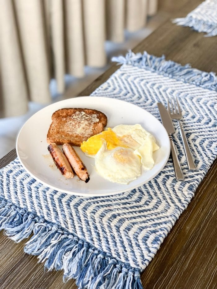 Daily Eats | Simple, at-home breakfst of eggs, chicken breakfast sausage, and toast.