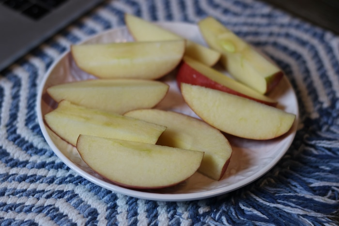 As I did that, I snacked on these apple slices as I wanted something crunchy and sweet.